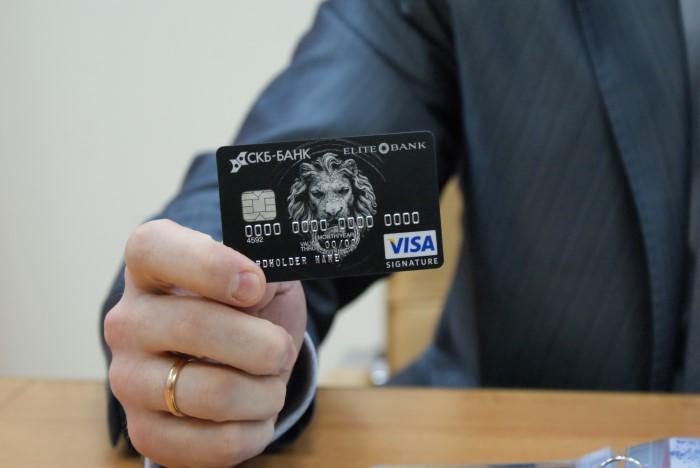 банк с очень большим кредитным лимитом вынуждены длительное время