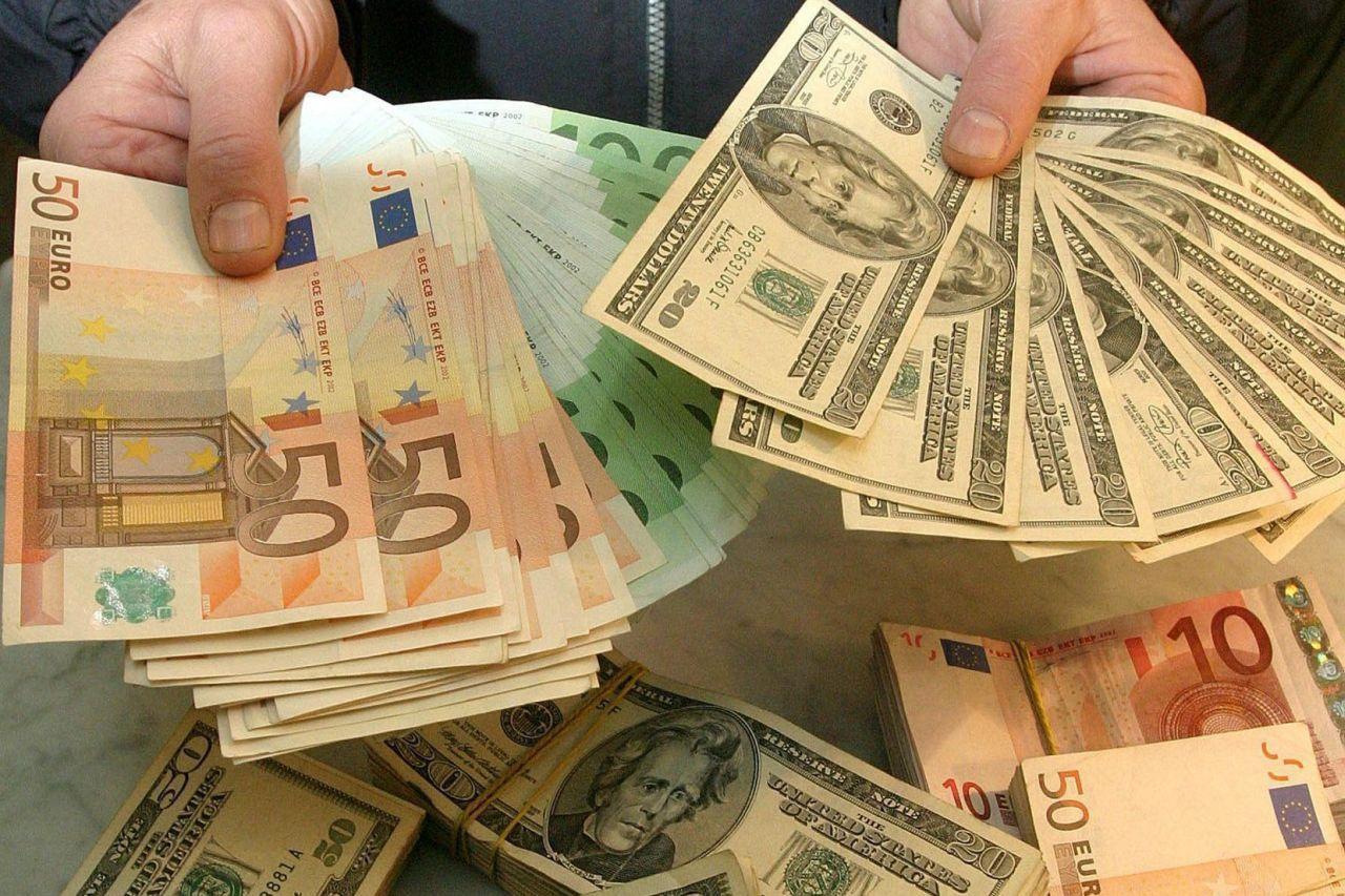Стало известно, в какой валюте россиянам хранить сбережения